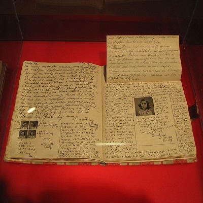 Diary_at_Anne_Frank_Museum_in_Berlin-pages-92-93