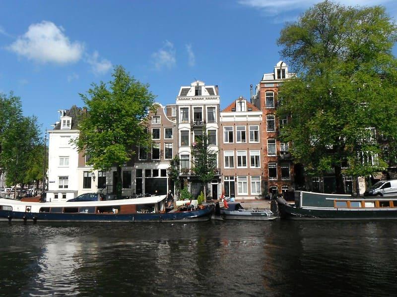 Canal_de_Zwanenburgwal_Amsterdam